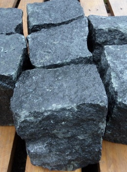 Kostka-Czarna-granitowa-2